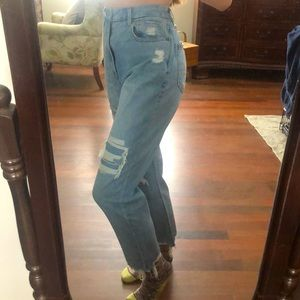 American Eagle Curvy ripped mom jeans size 6